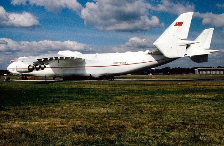 Самый огромный в мире самолет