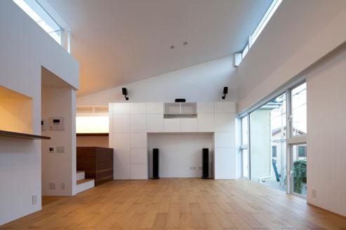 Twin megaphones de atelier tekuto blog arquitectura y dise o for Casas estrechas y alargadas