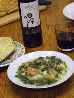 Caldo verde, bread and wine