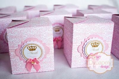 festa de princesa, personalizados de princesa, caixinha personalizada, caixinha de vestido, toppers de princesa, toppers de coroa, caixinha de coroa, caixinha de bolsinha, caixinha coração de princesa, cone de princesa, caixinha laço de princesa, caixinha de princesa quadrada