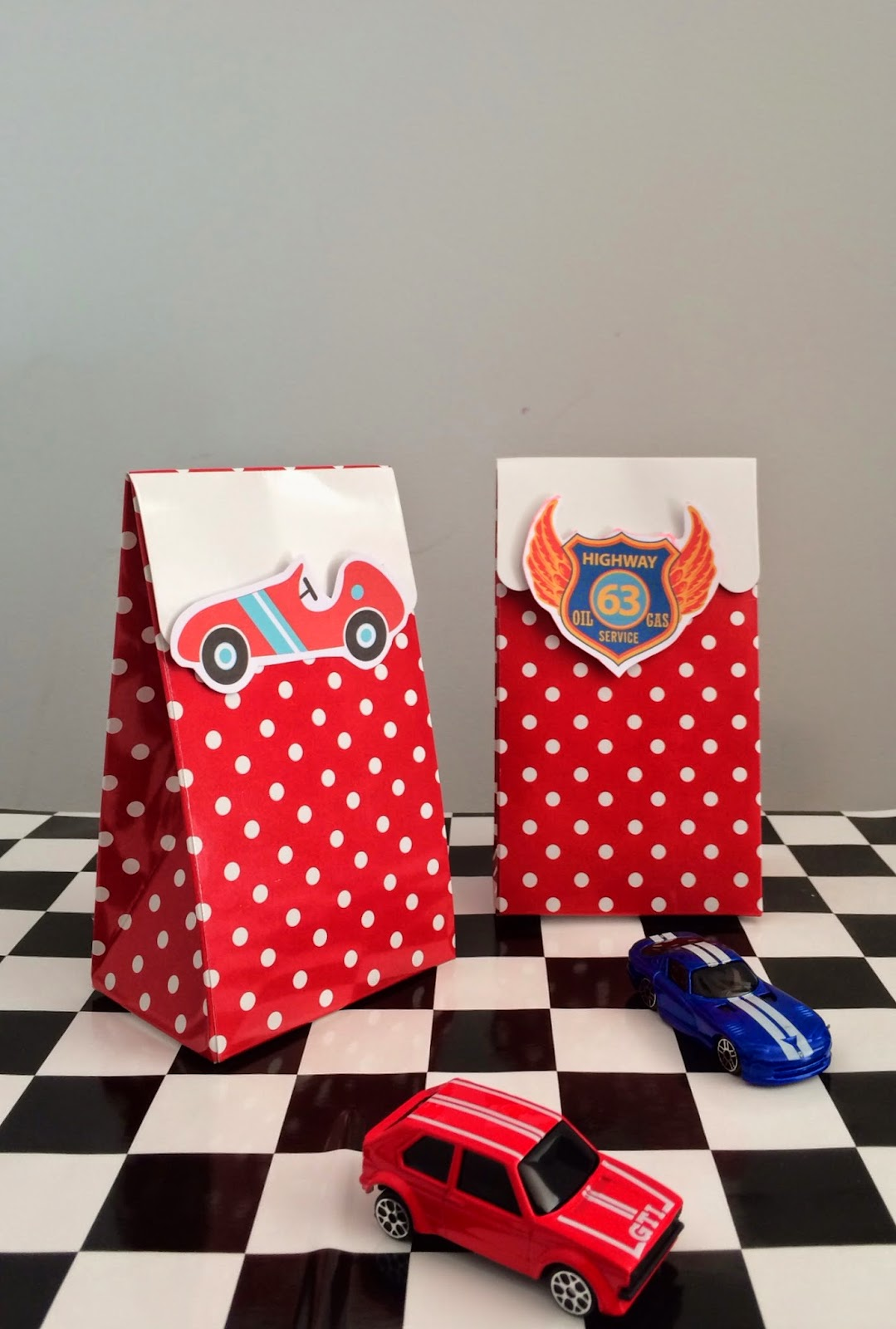 GOOD LOOKS - Race Car Party Favours
