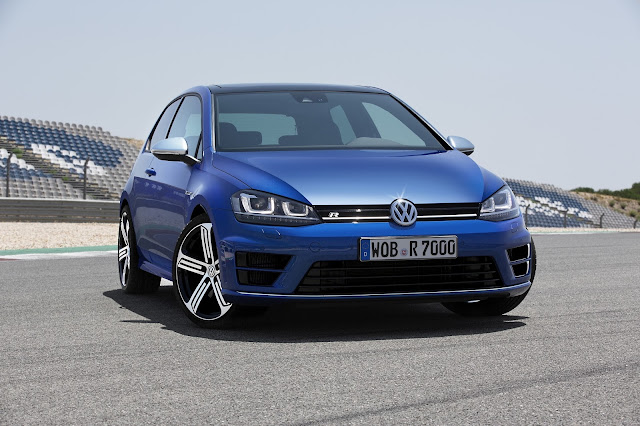 Golf R in Rising Blue Metallic