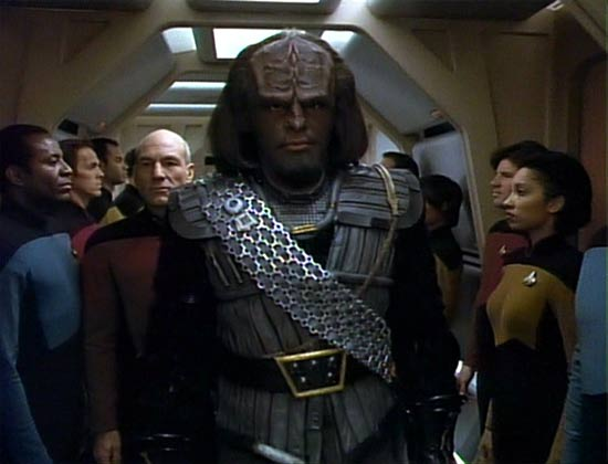 Nouveau modérateur 2 - Page 2 Worf_Klingon_uniform