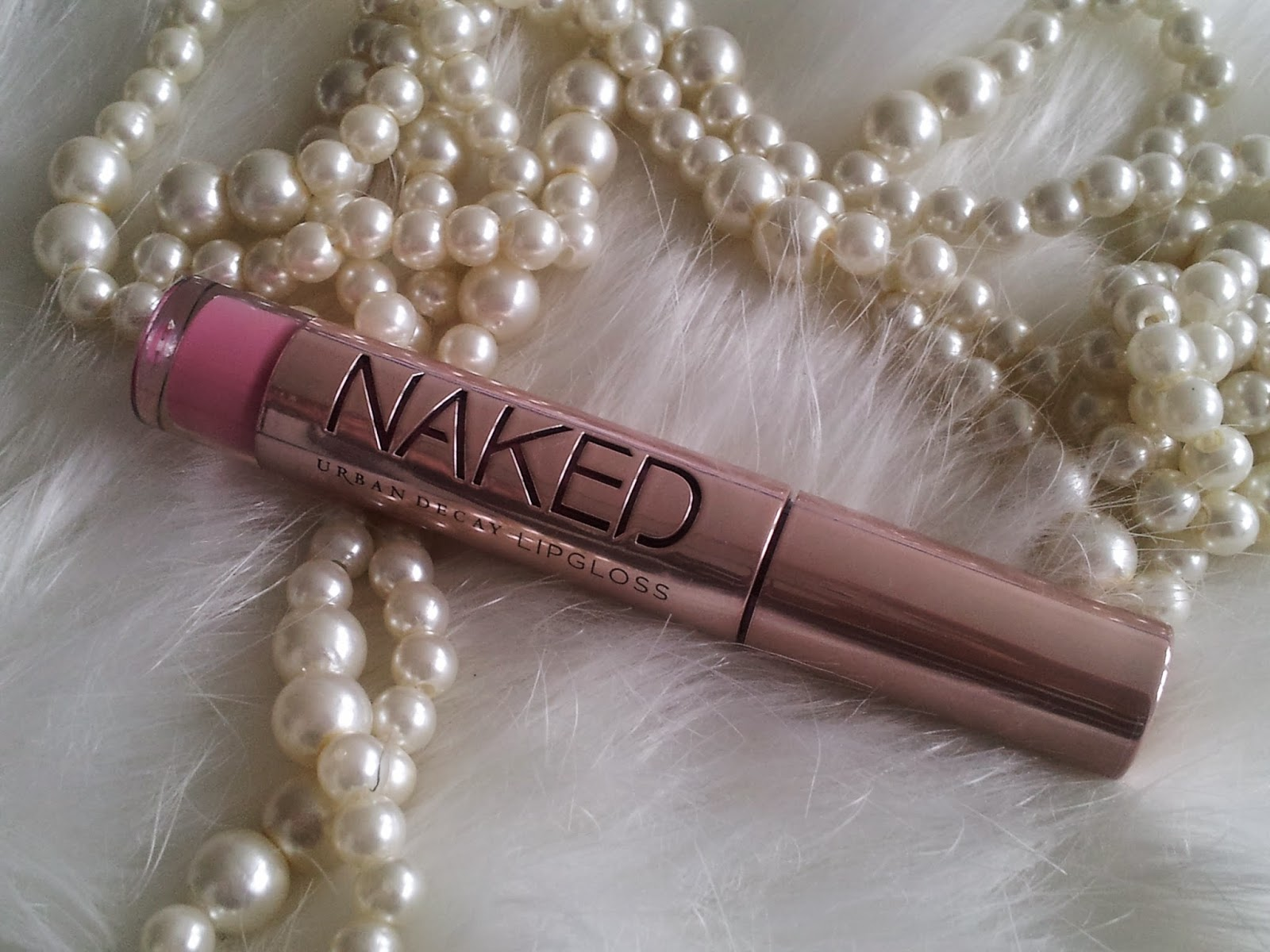 naked-lipgloss-miss-beaute-addict