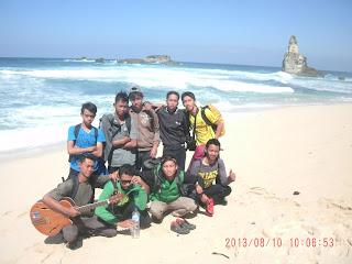 Kebersamaan di Pantai Buyutan