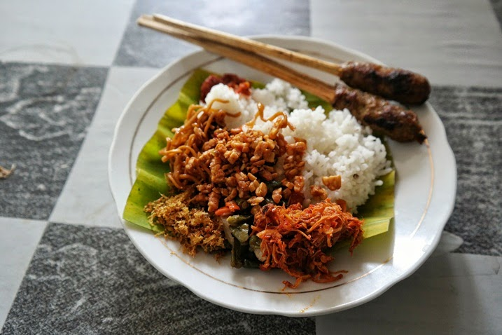 cerita makan, warung makan khas bali putra, nasi jinggo, sate lilit, yogyakarta, kuliner bali, kuliner jogja