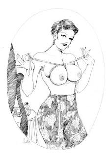 Девушка веревкой стягивает свои груди