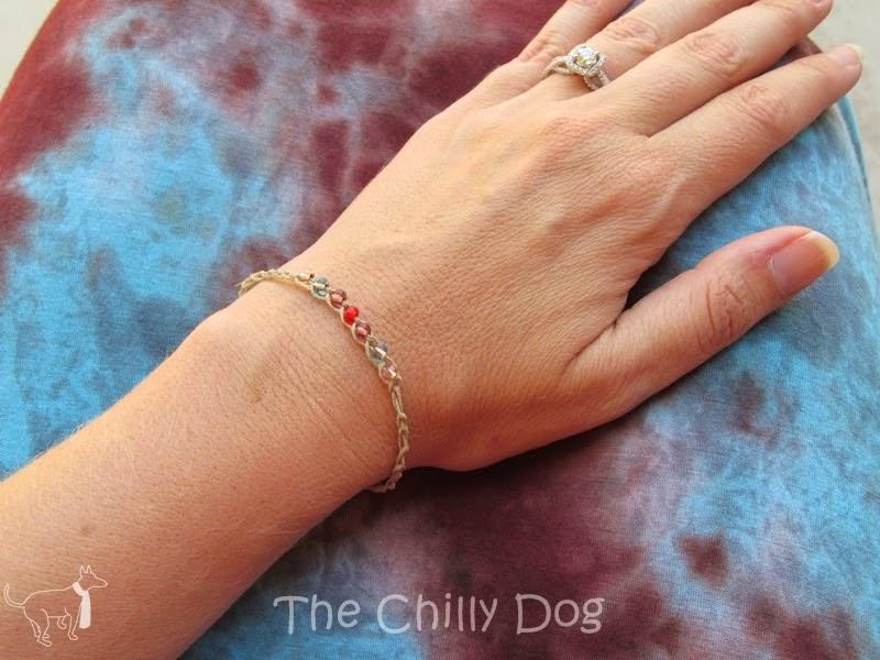 http://www.thechillydog.com/2014/05/crochet-wish-bracelet-tutorial.html
