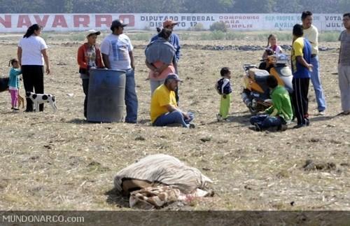 """Ixtapaluca, Edomex.- El cadáver """"encobijado"""" de un hombre fue"""