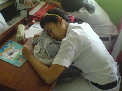 http://3.bp.blogspot.com/-Prf08PI6Ymg/ToLZUovPR9I/AAAAAAAAAxM/Ra0nBOq6vwE/s400/Tidur+Siang.jpg