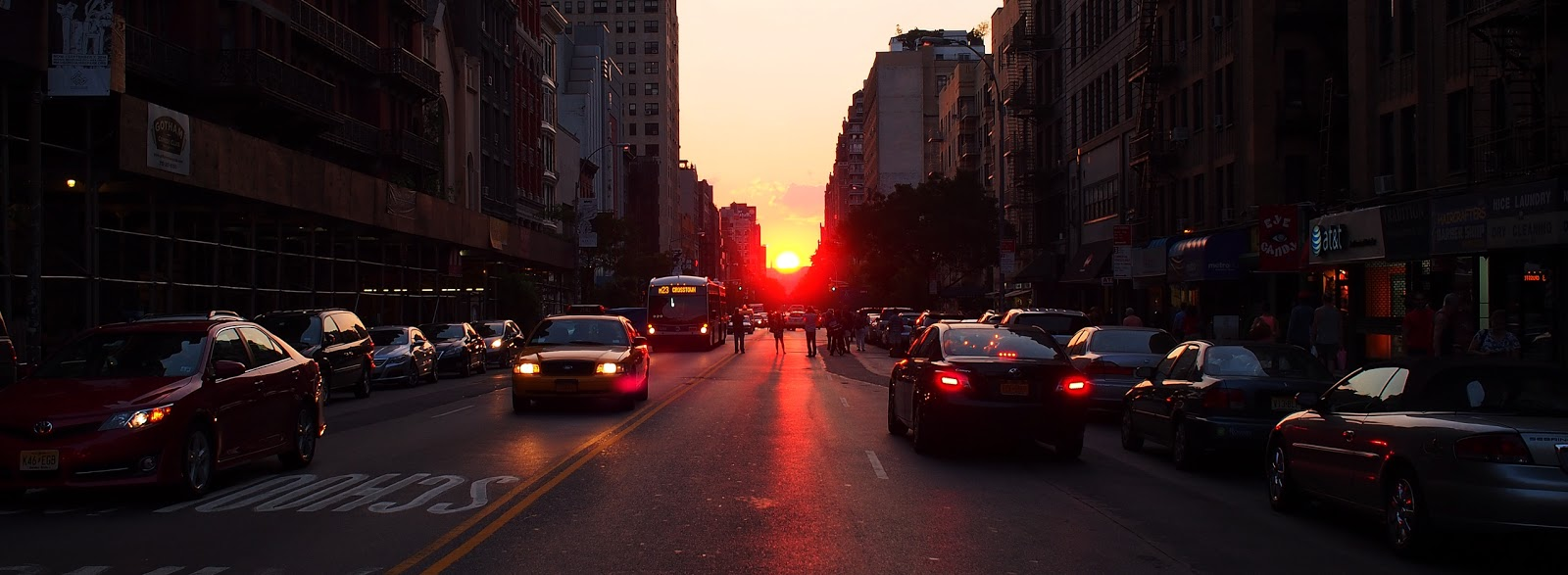 Manhattanhenge #manhattanhenge #nyc #sunset #midtown ©2014 Nancy Lundebjerg