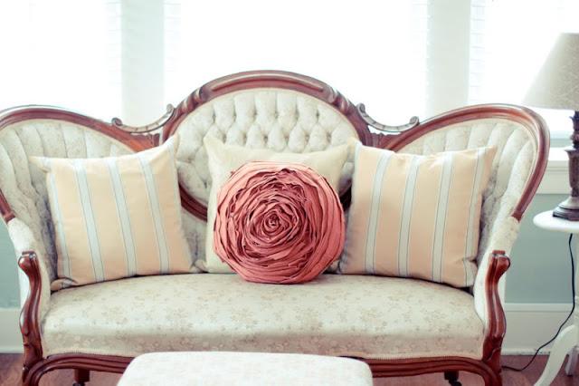 Cuscino realizzato con il Riciclo Creativo di vecchi Maglioni