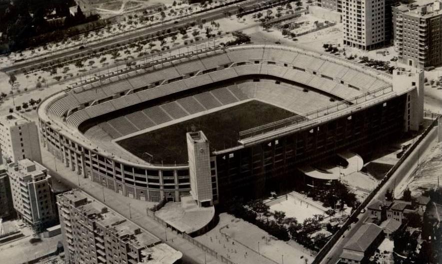 Estadios de f tbol en espa a madrid estadio santiago for Puerta 6 santiago bernabeu