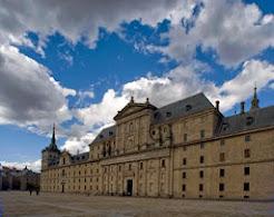 Nubes y fachada