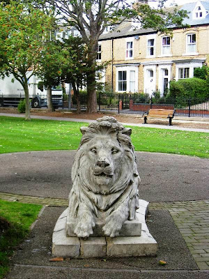 Stern stone lion