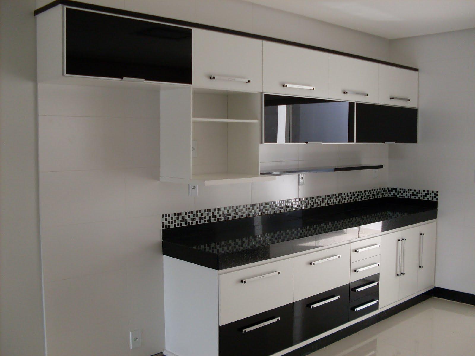 Cozinhas planejadas feita em MDF 15mm com portas de vidro na cor preta  #615D51 1600 1200