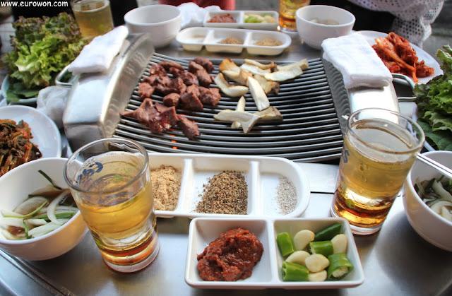 Comiendo galmaegisal en Seúl