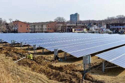 A ground-mounted solar array is shown on March 25, 2014 in Cleveland, Ohio. (Credit: phys.org) Click to enlarge.