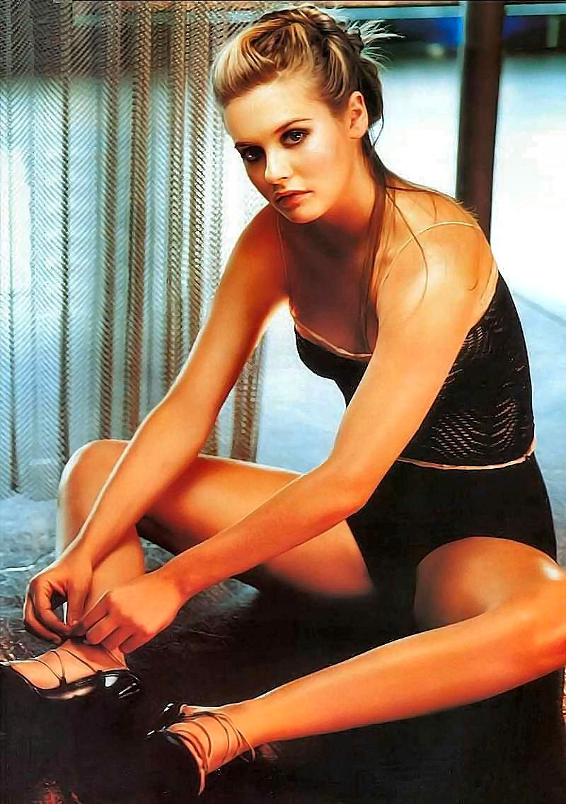 Alicia Silverstone sexy wallpapers