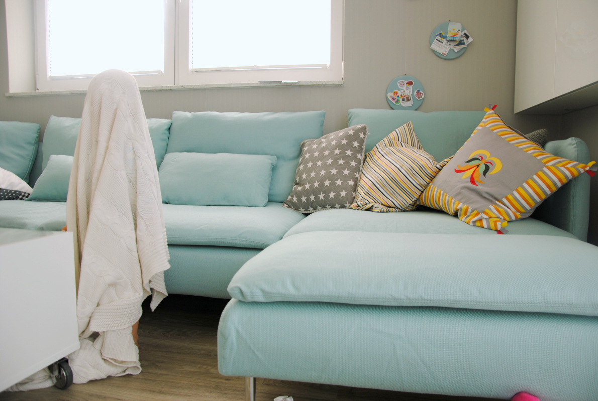 Bunte knete von frl p ng endlich ein sofa for Sofa schweden