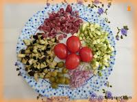 Fusilli con prosciutto crudo, zucchine, melanzane, olive e pomodorini