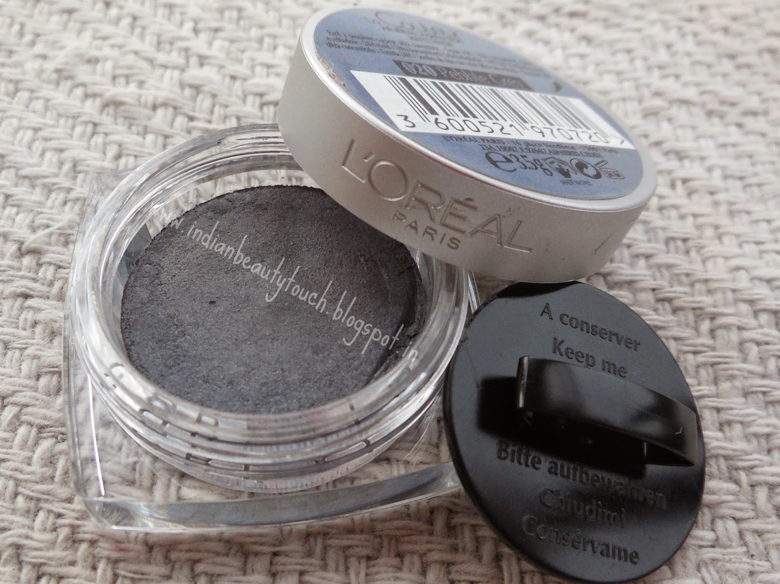 "alt=""L'Oreal Paris Infallible Eyeshadow Pebble Grey Review"""