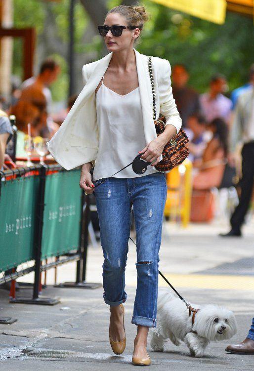 Street style in boyfriend ripped jeans. Visit www.forarealwoman.com  #fashion #blogger #moda