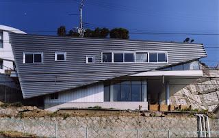 Japan home design for Small japanese house design in tokyo by architect yasuhiro yamashita