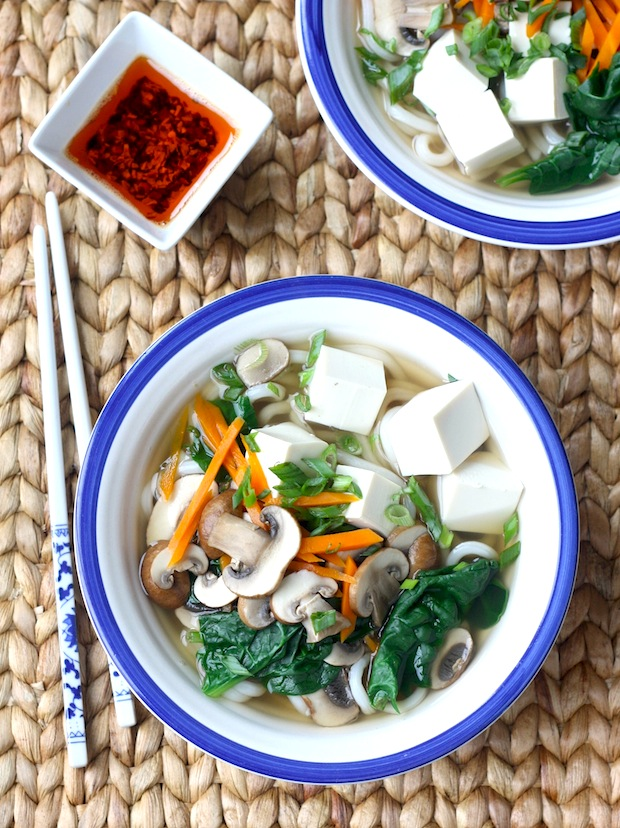 Easy mushroom & tofu udon noodle recipe by SeasonWithSpice.com