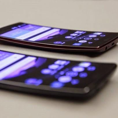 Destaque da maior feira de eletrônicos do mundo Com tela curva, LG G Flex 2 foi destaque entre os celulares