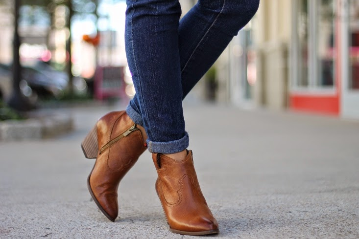 Frye Reina Leather Ankle Boots in Camel