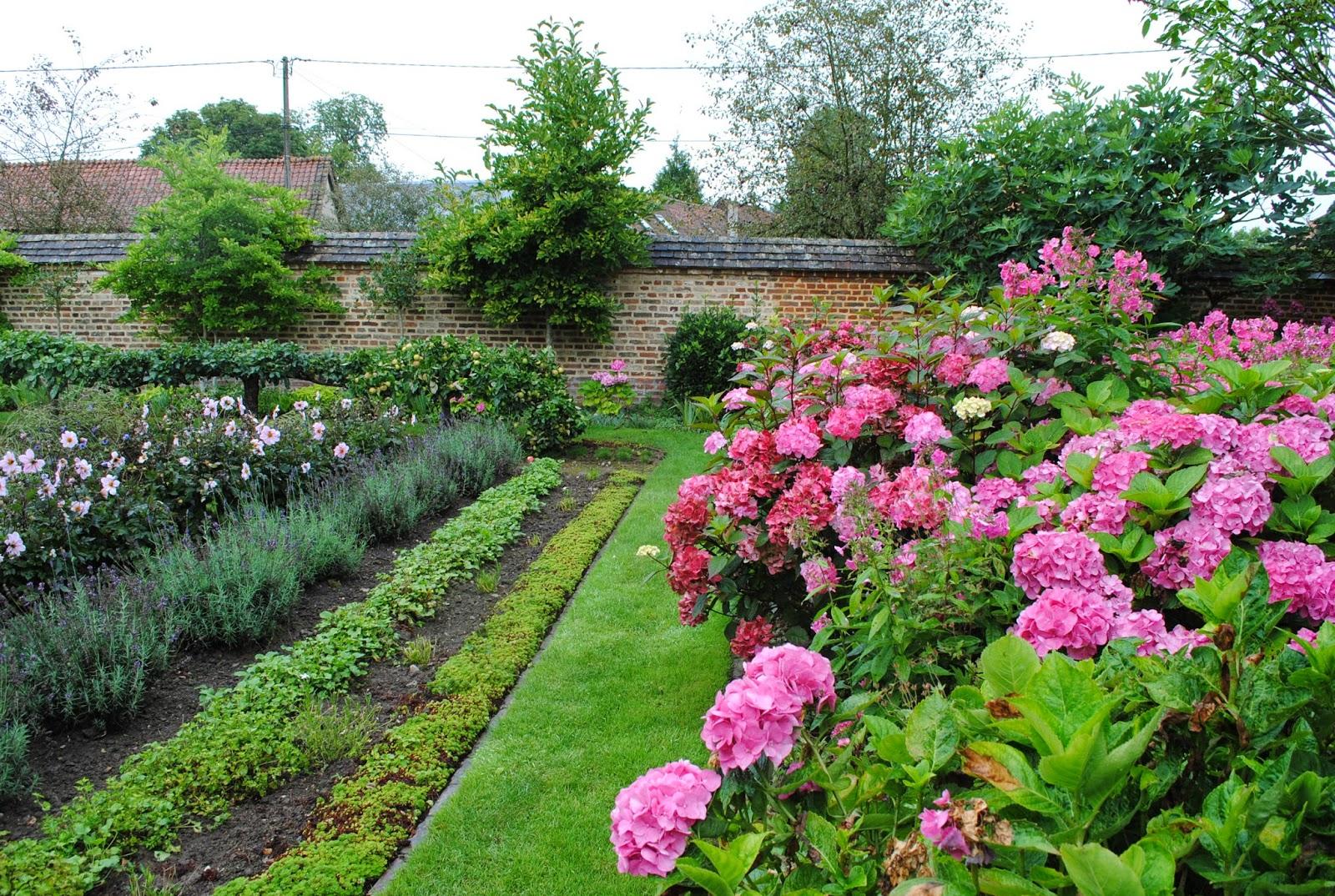 La passion d 39 anne marie visite des jardins de maizicourt 1 2 for Arceaux de jardin