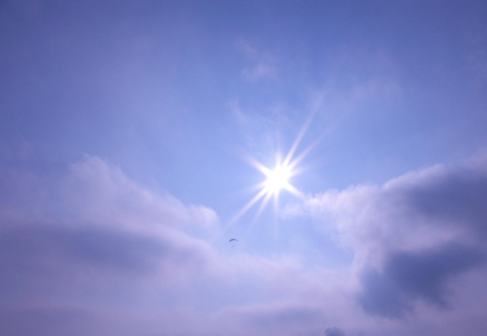 http://3.bp.blogspot.com/-Pv6yaoYDtkU/Tf8U0LUg0JI/AAAAAAAAABA/2XOKPv7EVMk/s1600/sunshine_3.jpg
