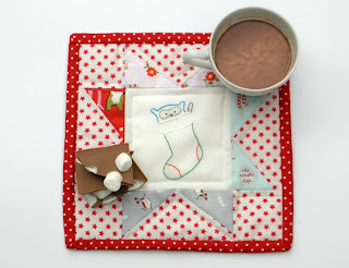Tutorial for a Christmas mug rug with embroidery and star.