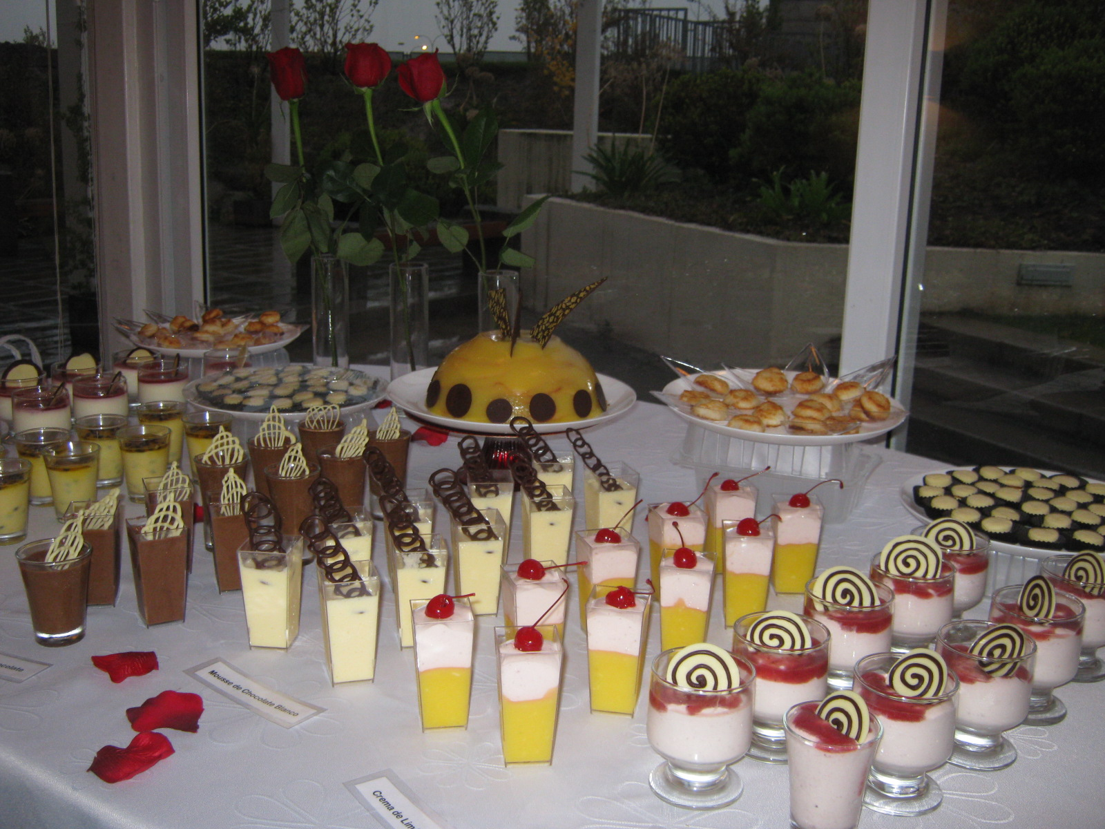 Postres de lujo mesa de postres - Postres para mesa de dulces ...