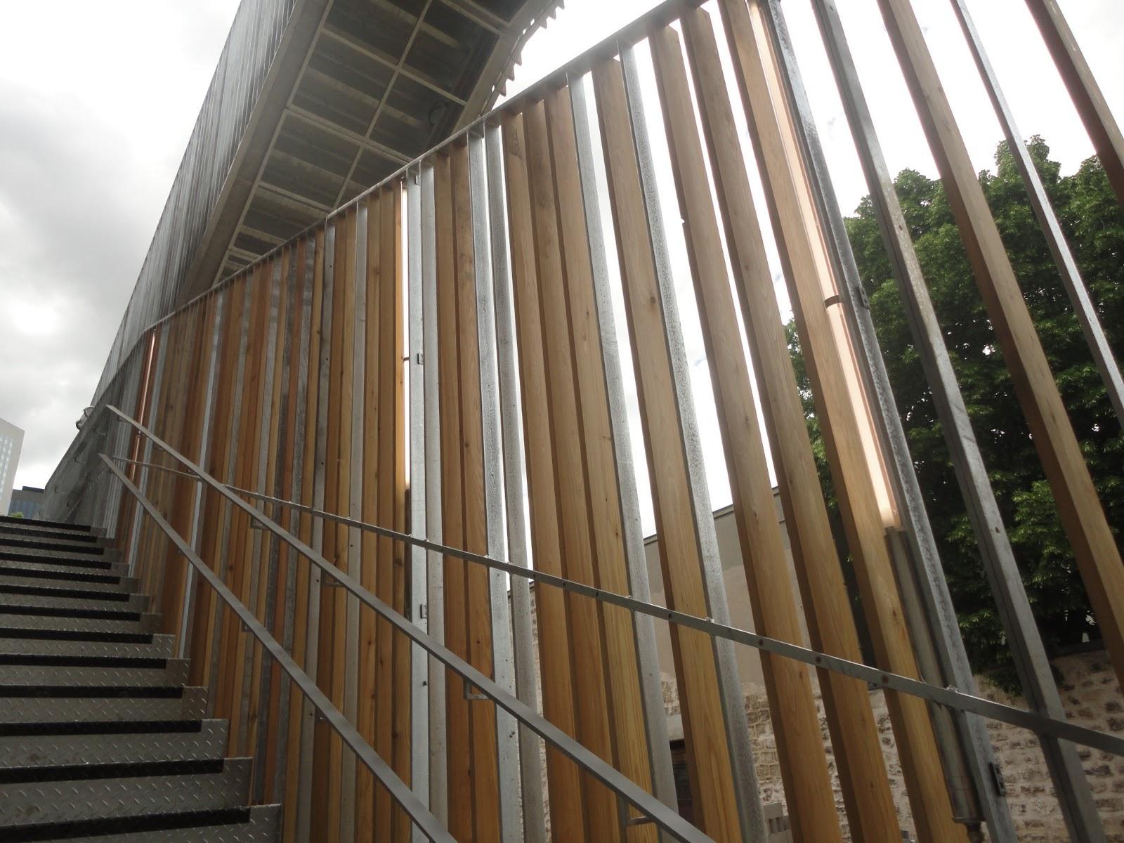Construction de la maison du val courbevoie eclairage for Eclairage escalier exterieur