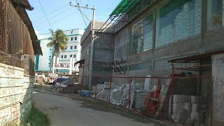 Street leading to Mendero hospital building in Pitogo, Consolacion