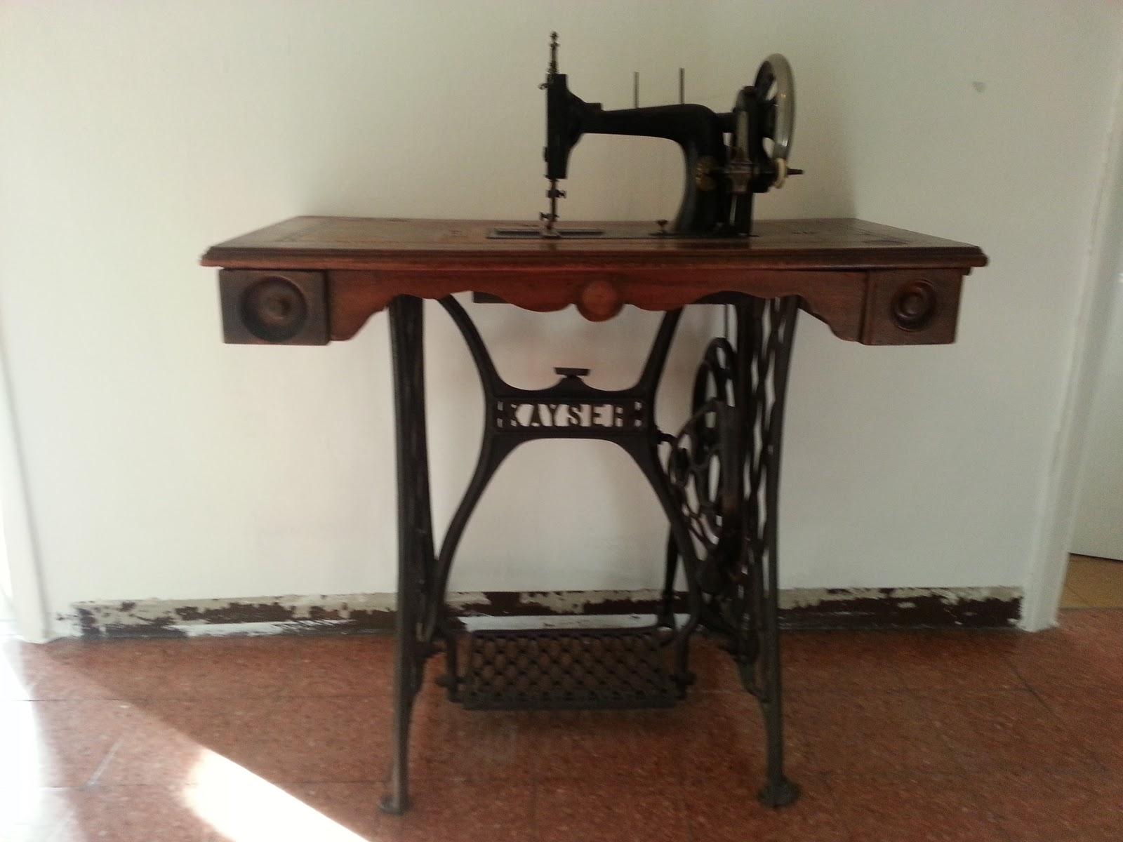 Piccola bottega senza tempo antiquariato macchina da - Tavolo macchina da cucire ...