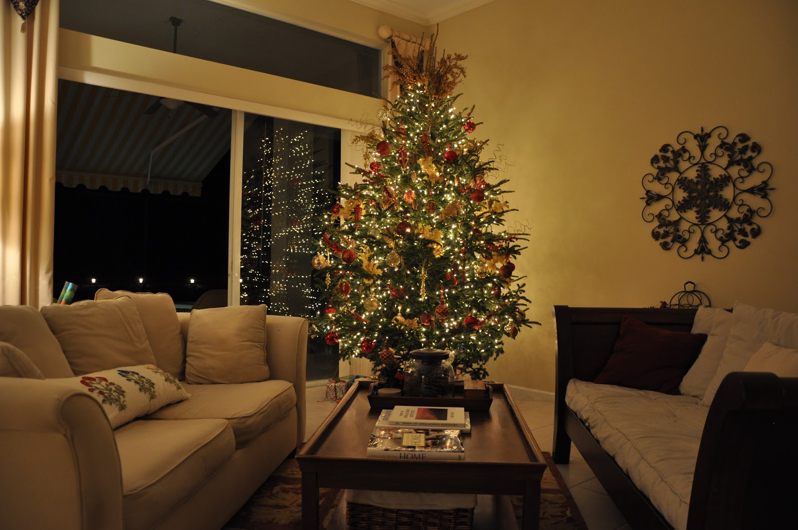 Southern Living: Preppy Style: Christmas Tree: Featuring Front ...
