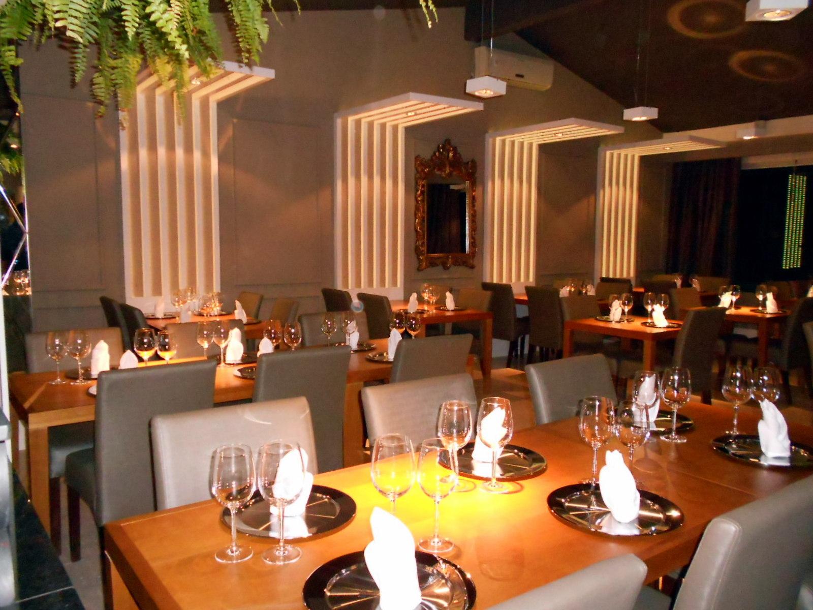 #C6A805 Projeto do Floriano Spiess Cozinha de Autor privilegia cores claras  1600x1200 px Projetos Cozinha Restaurante_5101 Imagens