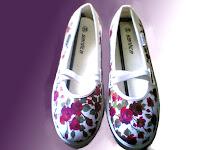 sepatu lukis cewe,sepatu lukis,sepatu lukis bunga,sepatu lukis,sepatu,lukis,sepatu lukis cewek,sepatu lukis bunga mawar
