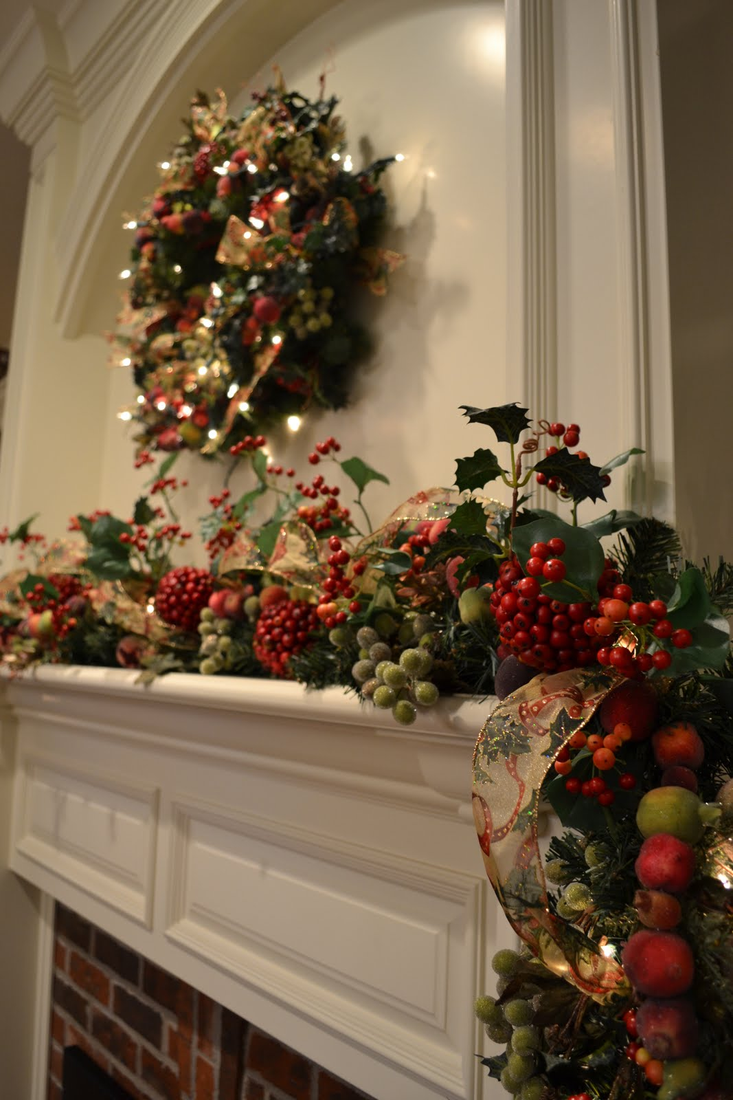 Why is holly a traditional christmas decoration - Traditional Christmas
