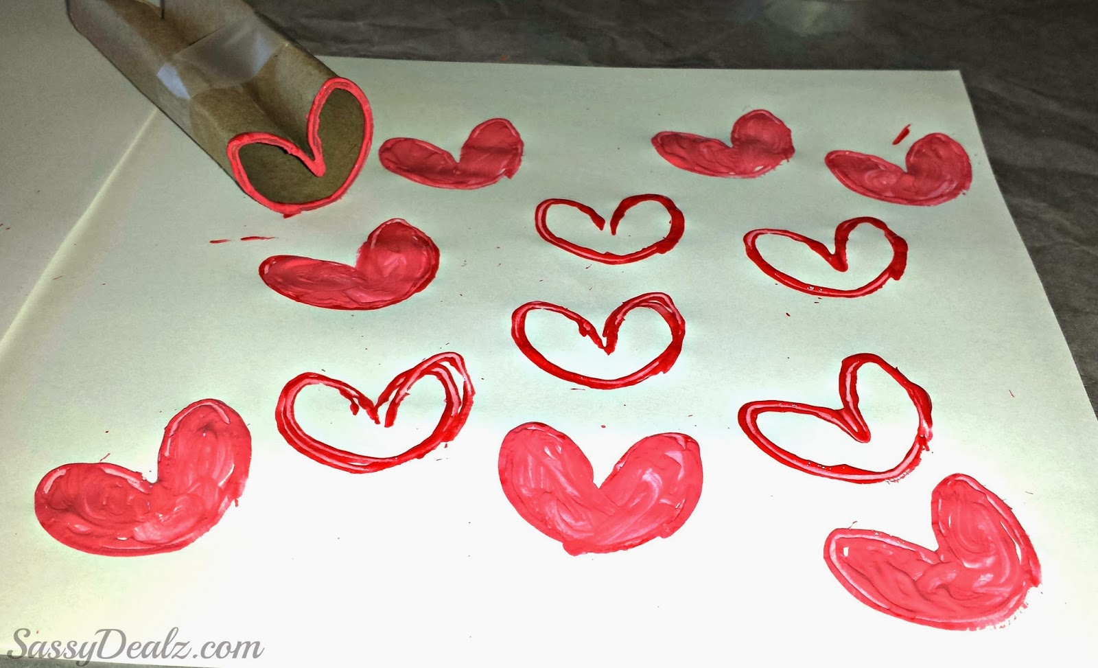 Diy heart stamp using toilet paper rolls kids valentines for Crafts that use toilet paper rolls