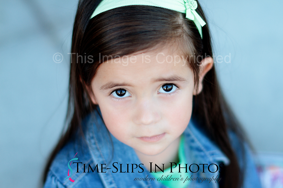 toddler_girl_with_gorgeous_brown_eyes