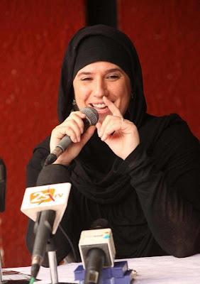 Penyanyi Rap Wanita Perancis Peluk Islam Paris