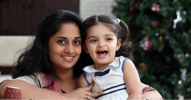 Actress Salini with her Daughter