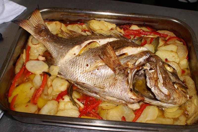 Cocina con rebeca 2013 05 12 for Como cocinar pescado al horno