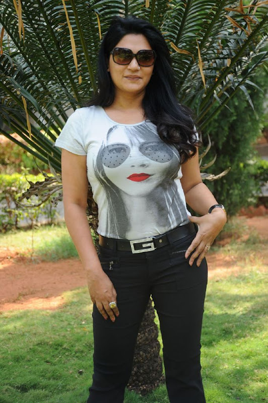 Indian Actress Zerin Ali Photo Shoots Gallery gallery pictures