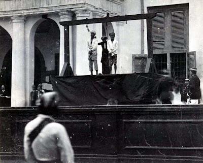 unik-asik-aneh.blogspot.com - Foto Kuno, Hukuman Gantung Oleh Pemerintah Kolonial Belanda Di Indonesia