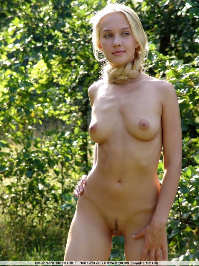 фото голых бабенок с длинными нитями